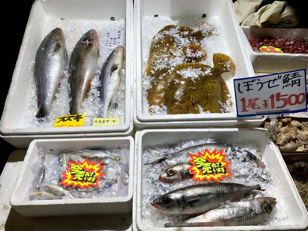 Auslagen wie auf einem Tokioter Fischmarkt im Kodawari Tsukiji in Paris